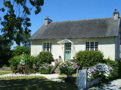 holiday cottage with garden in Brittany, sleeps 4